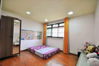 Cheapest & Youngest 5rm flat, Minutes to MRT, Mall & Bus Interchange for SALE!