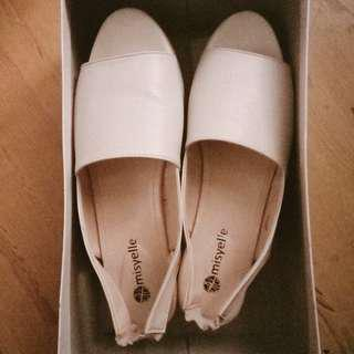 Like new white shoes