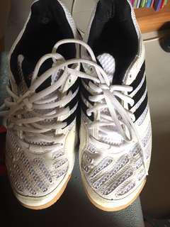 adidas白波鞋