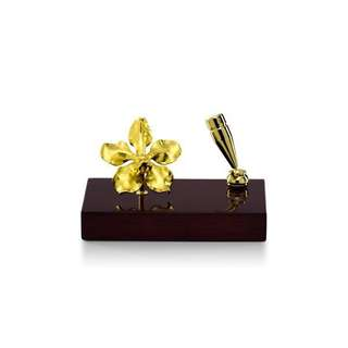 Vanda orchid pen holder by RISIS