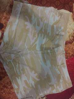 Celana pendek marchie