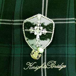 Knightsbridge 皇家鑽飾盾牌徽章別針