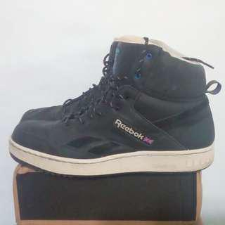 Reebok復古球鞋,US12號,穿逛街2次,便宜賣,500元。