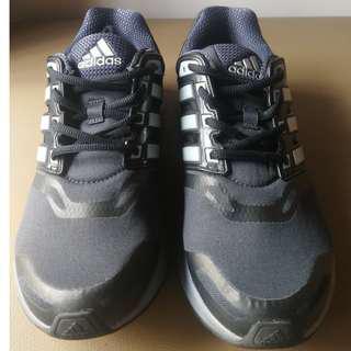 正品二手Adidas Questar US8
