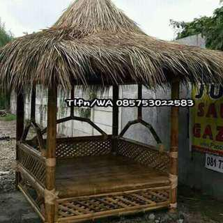 Gazebo dan kursi bambu