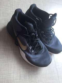 Want to sell basketball shoes ( Zoom evidence)