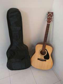 Yamaha Acoustic Guitar / Gitar Akustik