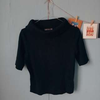 Sweater Turtleneck Hitam
