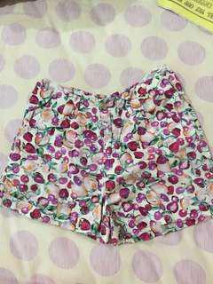 Celana pendek kain