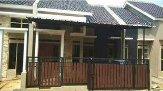 Rumah megah dekat dengan stasiun kereta