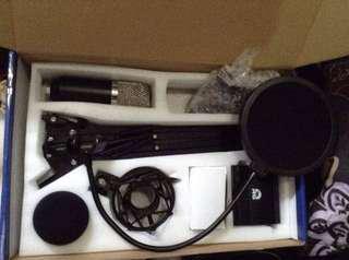 BM-700 Condenser Microphone