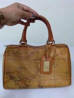 aunthentic alviero martini doctor's bag / hand bag
