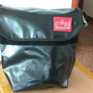 🚚 Manhattan Portage Sling Bag black vinyl