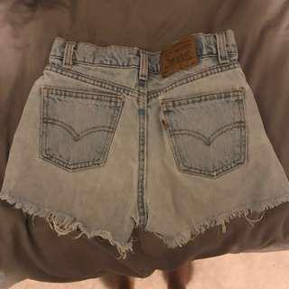🌸 Levi's High Waisted Shorts