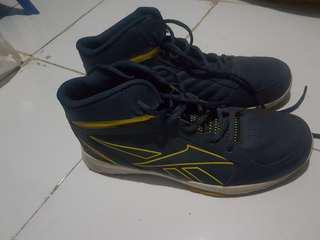 Sepatu Basket Reebom