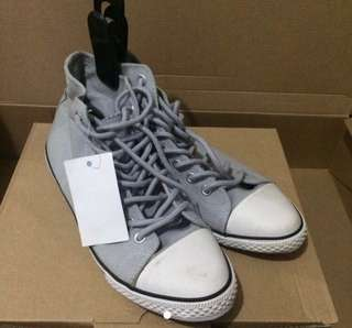 Canvas sneaker not converse 休閒鞋