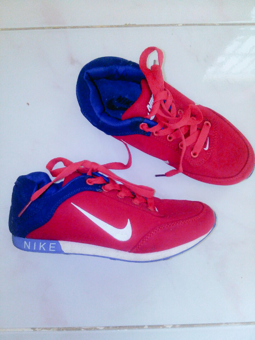 7ffd47916 FREE SHIPPING! Authentic Nike Shoes