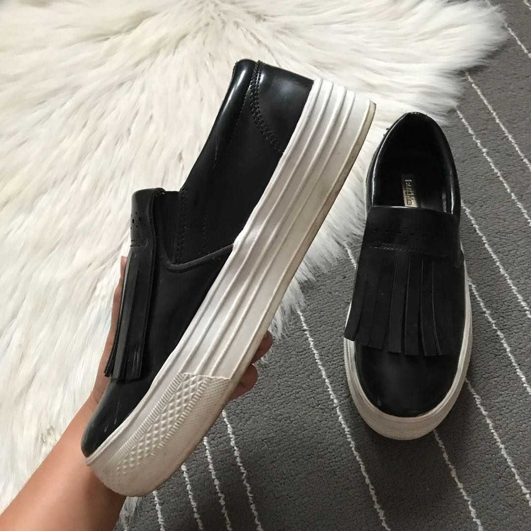 1e0b07a2c Bershka slip-on shoes, Women's Fashion, Shoes on Carousell