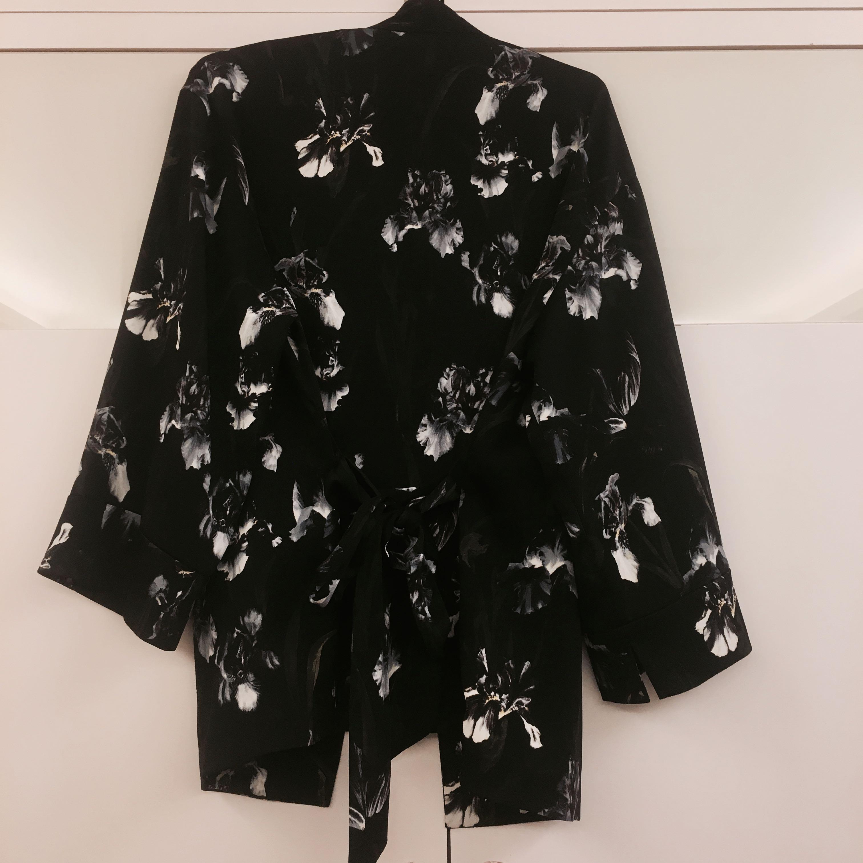 全新香港H&M購回 花卉和服式個性罩衫