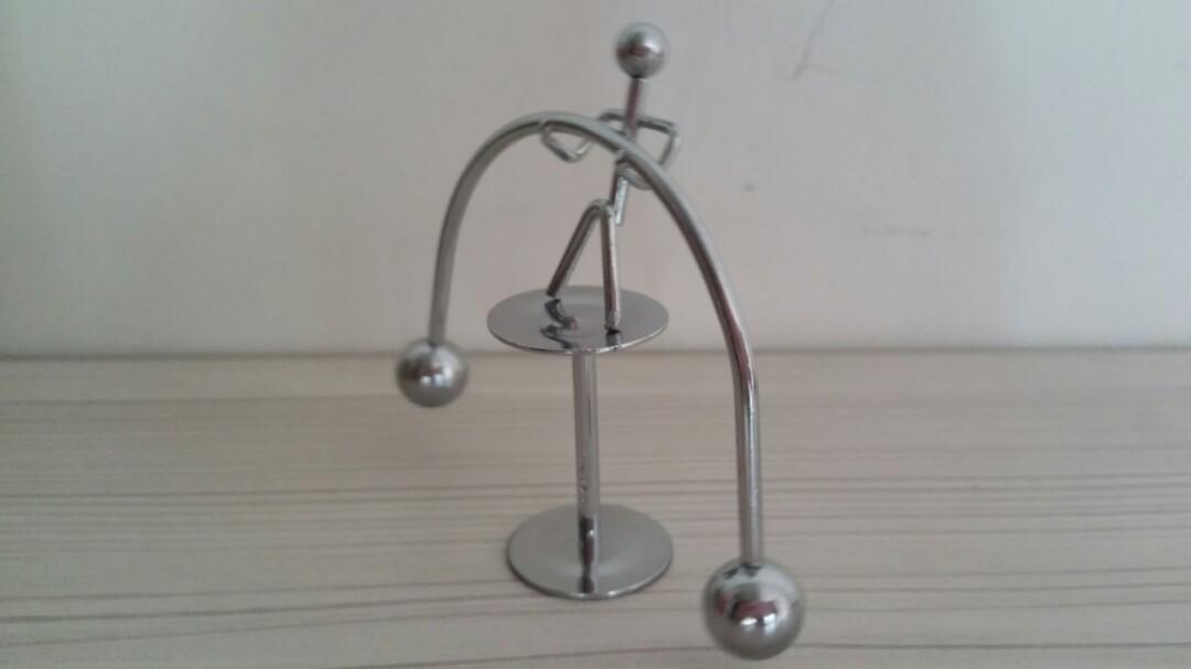 Office Decoration Kinetic Weightlifter Perpetual Motion Desk Art Toy Gift