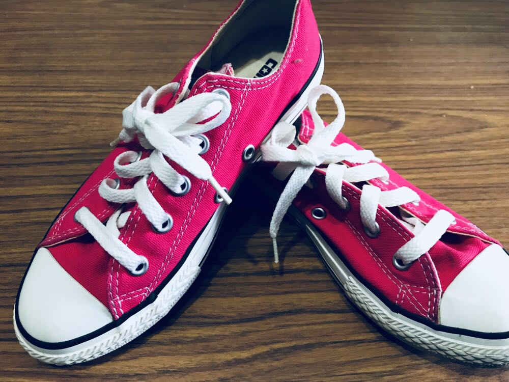 8c7ad505a0ca Pink Converse Sneakers (US 1)