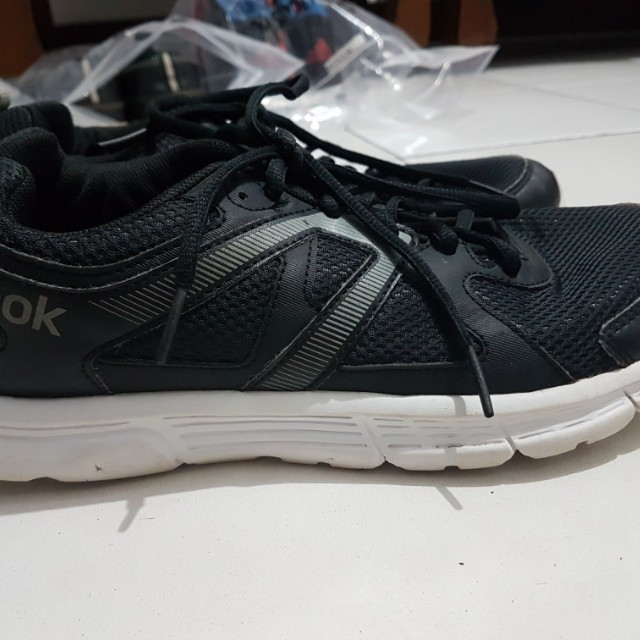 2b1e2b5960a7d Sepatu Running REEBOK ORI (beli di sports station) No Box! ukuran 40 ...