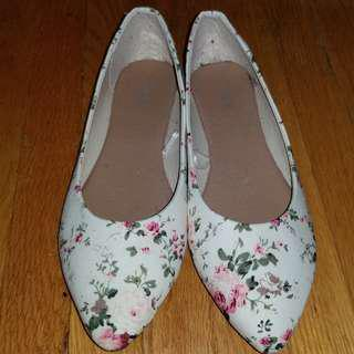 Ardene floral flats size 6