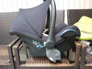 Maxi cosi with adapter
