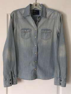 American Eagle button-up long-sleeved jean shirt. EUC only worn once. Size S, small. Ladies/Girls/Teens
