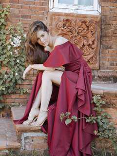 Apartment 8 gown for rent small maroon