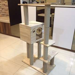 (New!) Pinewood cat tree scratch pole house bed