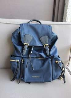 🚚 近全新 Burberry rucksack 後背包 Ink blue M