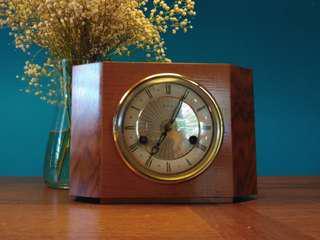 Smiths mantel clock (working) Great Britain antique