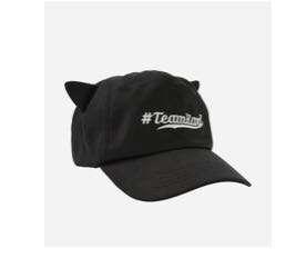 時尚老佛爺卡爾拉格斐於1984年創立的個人同名品牌KARL LAGERFELD 黑色立體貓耳帽子