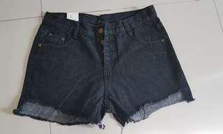 Black jeans short with tag