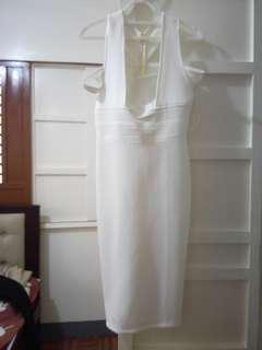 PRE-LOVED : WHITE DRESS (STYLISH NECK LINE)