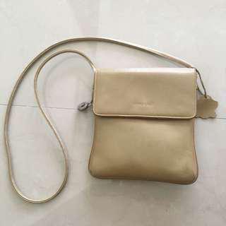 Manels Flat Body Bag