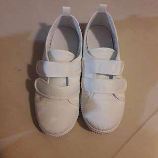 Awesome buy!!! Brand New Kids White Canvas Shoes