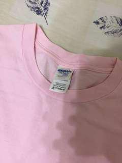 🚚 Gildan 粉紅色 T-shirt