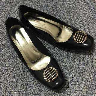 Sepatu wanita hitam ornamen