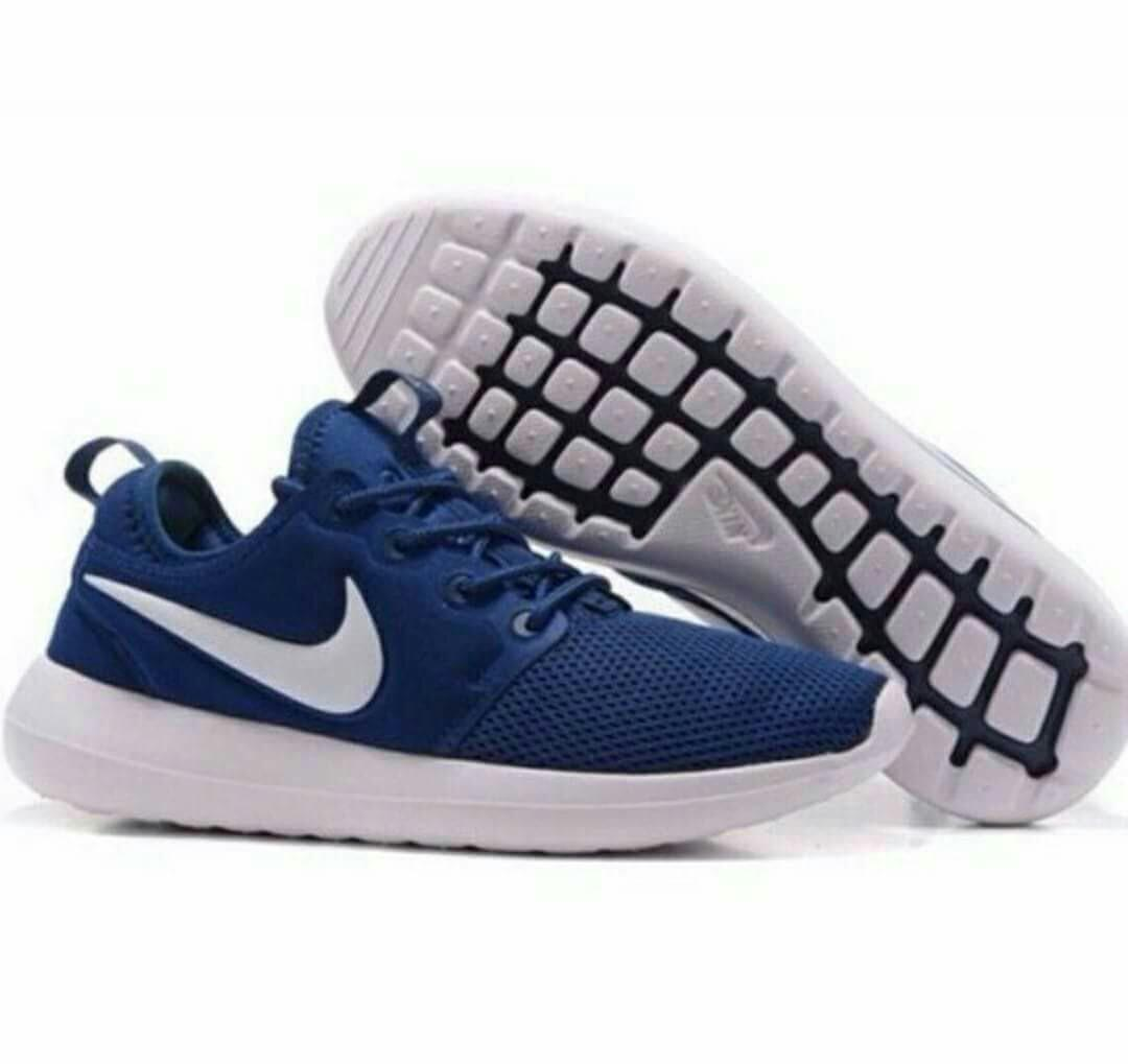 new style ed164 4c5ee Authentic Quality Nike Roshe Run 2 on Carousell