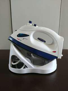 Lightly used - Cordless steam Iron