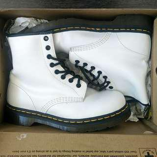 Dr. Martens 1460 White Smooth / Size 7
