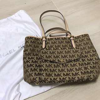 Michael Kors bag 100%real and new
