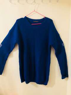 Blue scoop-neck long-sleeved shirt