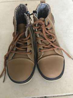 Brand new boy boots