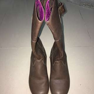 Crocs boots woman size 6 (fits size 5)