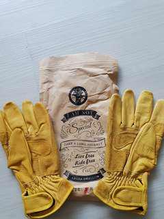 Laura Swallow Yellow Retro Gloves