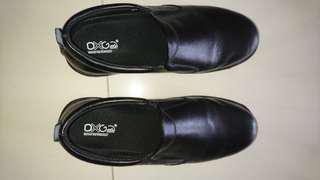 DXG Black Formal Shoes