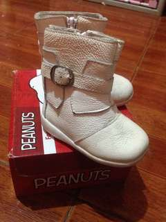Snoopy baby boots